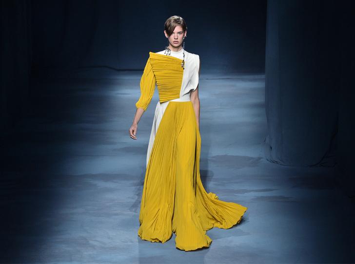 Фото №1 - Фаворит герцогини: что Меган Маркл наденет из новой коллекции Givenchy SS 2019