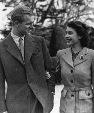 Фото №4 - «Привет» принцу Филиппу и «ответ» Сассекским: тайные смыслы нового выступления Королевы
