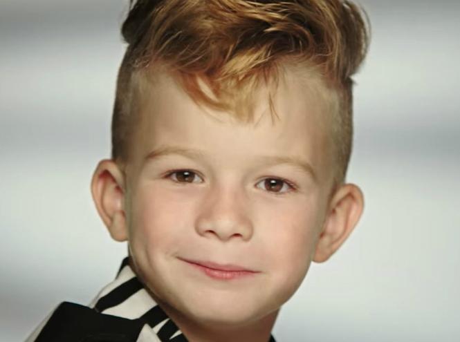 Фото №1 - Куклу Барби впервые прорекламировал мальчик