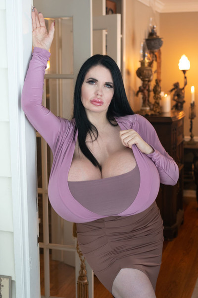 Фото №2 - Фокси Менажери увеличила грудь до 33-го размера