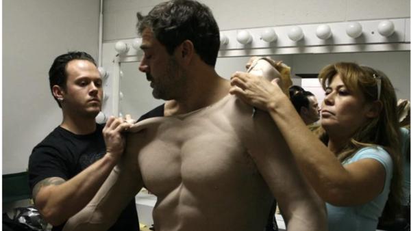 Фото №3 - 9 актеров, которые носили фальшивые мускулы на съемках