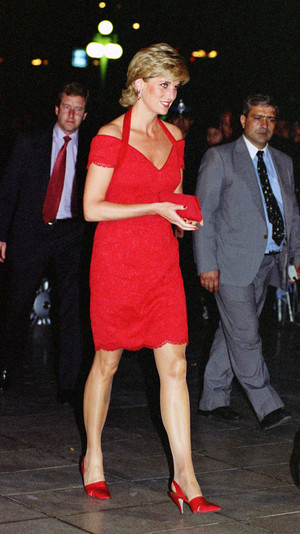 Фото №6 - Неповторимая Кэтрин Уолкер: любимый дизайнер принцессы Дианы и Кейт Миддлтон