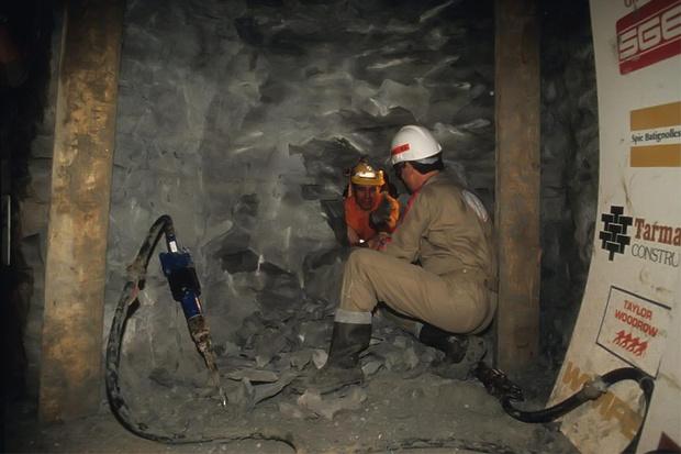 Фото №1 - История одной фотографии: бурильщики встречаются под Ла-Маншем, 1990