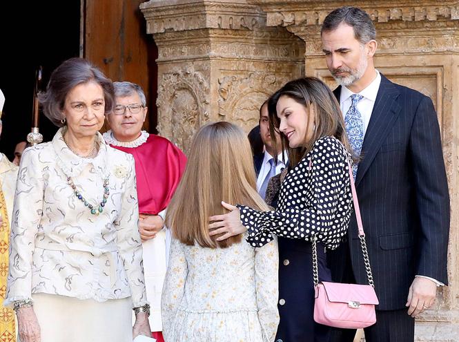 Фото №4 - Дурной знак для монархии: конфликт королевы Летиции со свекровью набирает обороты