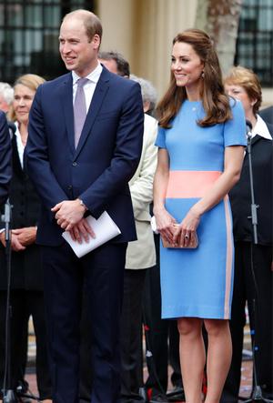 Фото №11 - Королевский тренд: платья в стиле color-blocking от первых британских модниц
