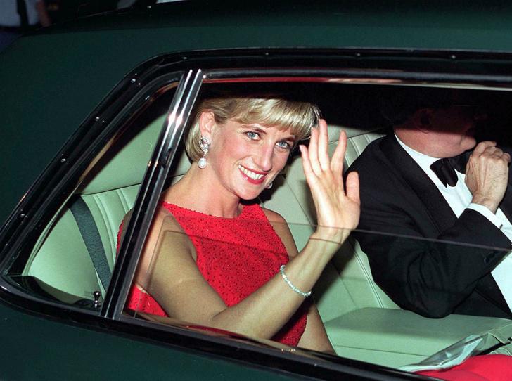 Фото №1 - Жизнь после дворца: как Гарри и Меган повторяют «карьеру» Дианы (и почему это плохо)