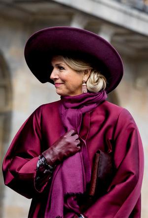 Фото №15 - Марсала, сангрия, марон: как королевские особы носят винные оттенки