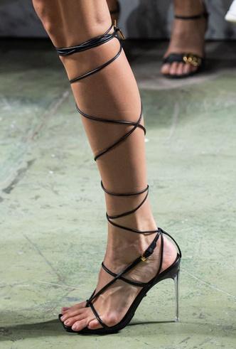 Фото №29 - Самая модная обувь весны и лета 2020: советы дизайнеров