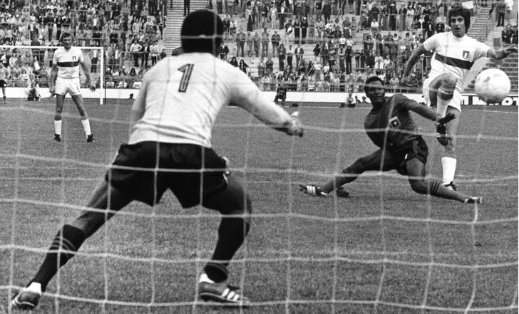 Фото №4 - Пять самых драматичных провалов в истории чемпионатов мира по футболу