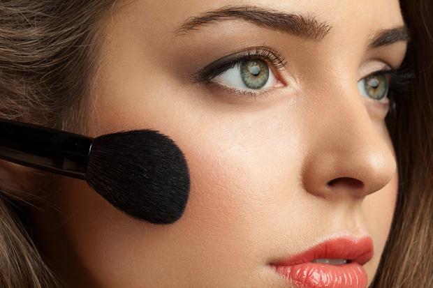 Фото №2 - 8 правил макияжа с эффектом подтяжки лица