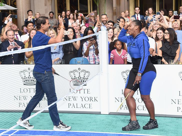 Фото №2 - Серена Уильямс зарабатывает на дружбе с герцогиней Сассекской