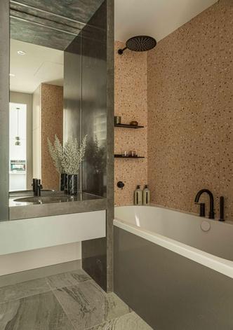 Фото №10 - Минималистичный интерьер в теплых тонах для двухкомнатной квартиры