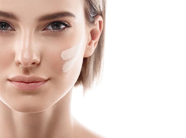 Фото №1 - Чистая правда: 12 честных ответов на главные вопросы о базе для макияжа