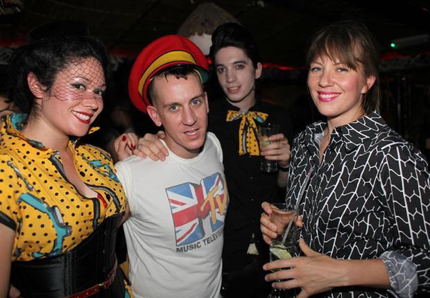Фото №10 - Самые стильные наряды на вечеринках!