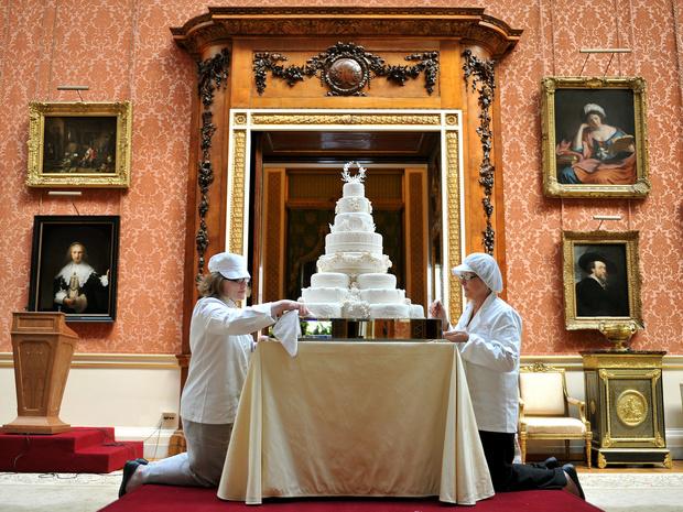Фото №2 - Зачем Кейт и Уильям хранили свой свадебный торт семь лет (и для чего он им пригодился)