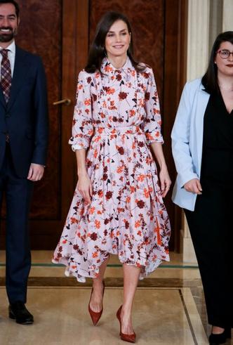 Фото №5 - Модный букет: как королевские особы носят цветочный принт