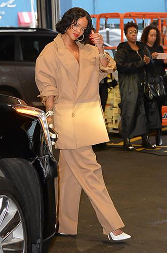Фото №13 - Это слишком: как Рианна «помешалась» на одежде oversize