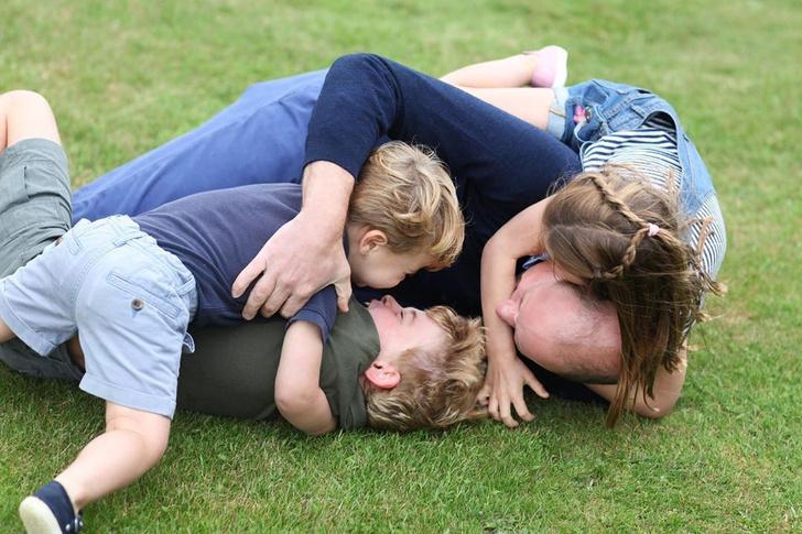 <p>Принц Уильям с детьми</p>
