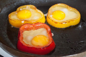 Фото №3 - 7 необычных и простых рецептов яичницы к завтраку