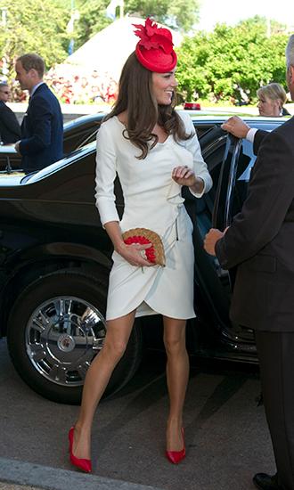 Фото №2 - Из простолюдинок в аристократки: как Кейт Миддлтон изменилась за 10 лет рядом с Королевой
