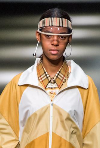 Фото №16 - Серьги с претензией: что такое statement earrings и почему они вам нужны