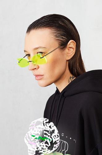 Фото №4 - Коллаборация ZNY и glo™ Hyper: одежда, «оживающая» в дополненной реальности