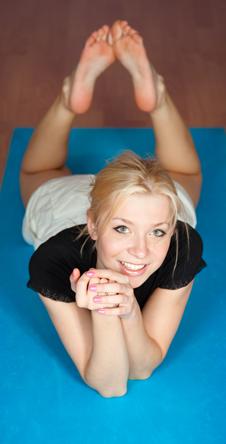 Разминка с элементами йоги подойдет тем, кому трудно просыпаться по утрам.