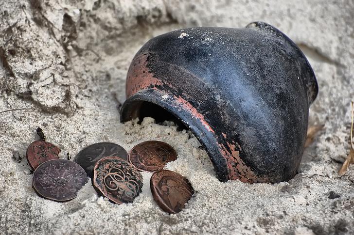 Фото №1 - Как хранили деньги в те времена, когда не было сейфов и банков