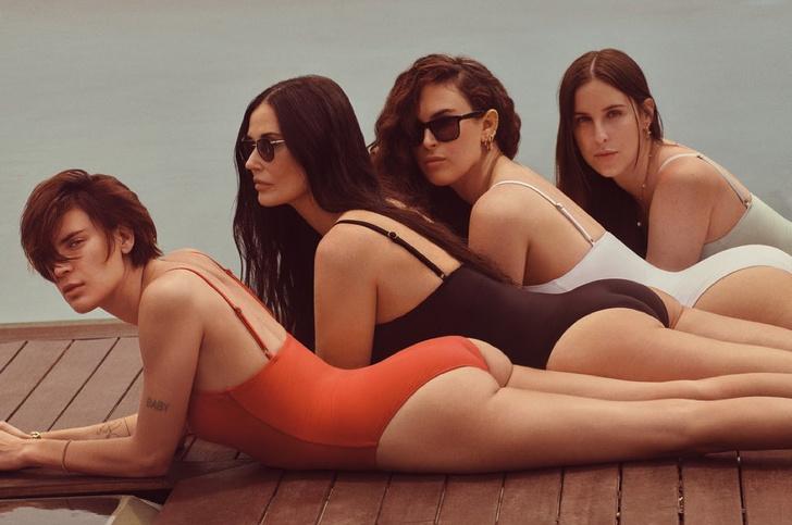 Фото №1 - Деми Мур снялась в рекламе купальников с тремя дочерьми (фото прилагается)
