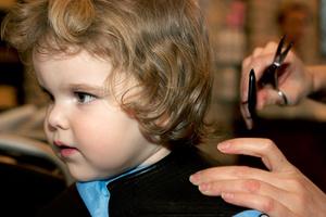 Фото №2 - Первый раз в... парикмахерскую!
