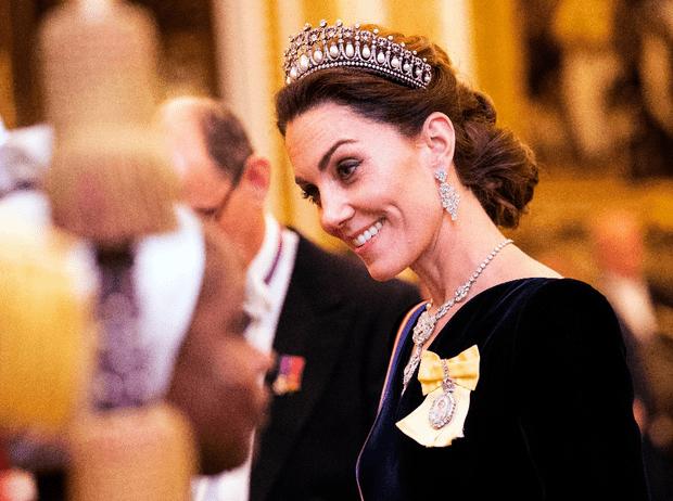 Фото №1 - Выход будущей королевы: герцогиня Кейт в эффектном образе на приеме в Букингемском дворце