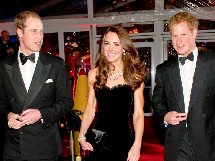 Фото №1 - Самый роскошный и смелый вечерний выход герцогини Кейт в ее королевской биографии