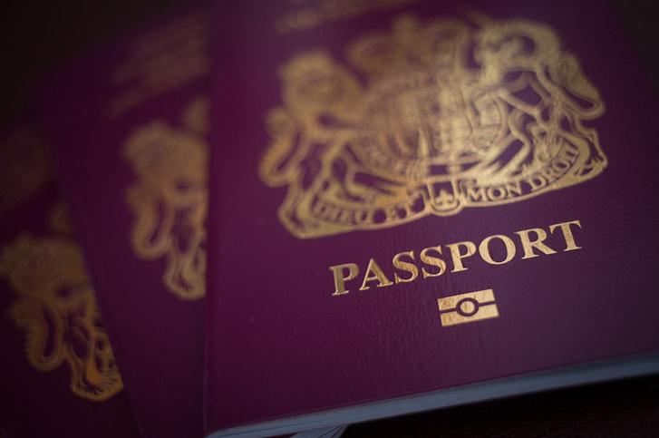Фото №1 - Британцам могут вернуть синие паспорта