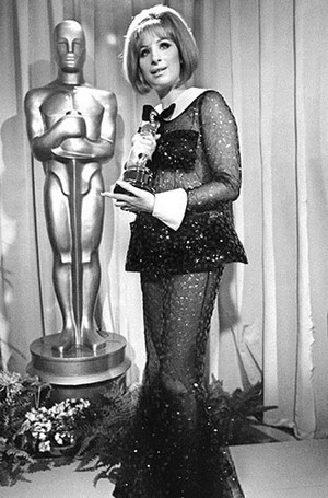 Фото №10 - Легенды «Оскара»: самые известные платья в истории премии