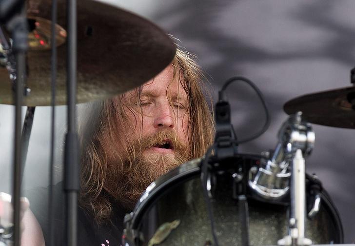 Фото №1 - Барабанщик метал-группы вышел из комы после коронавируса и заявил, что разочаровался в Сатане
