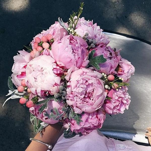 Фото №5 - Бросать или не бросать: топ-9 стильных свадебных букетов, которые вам захочется оставить себе