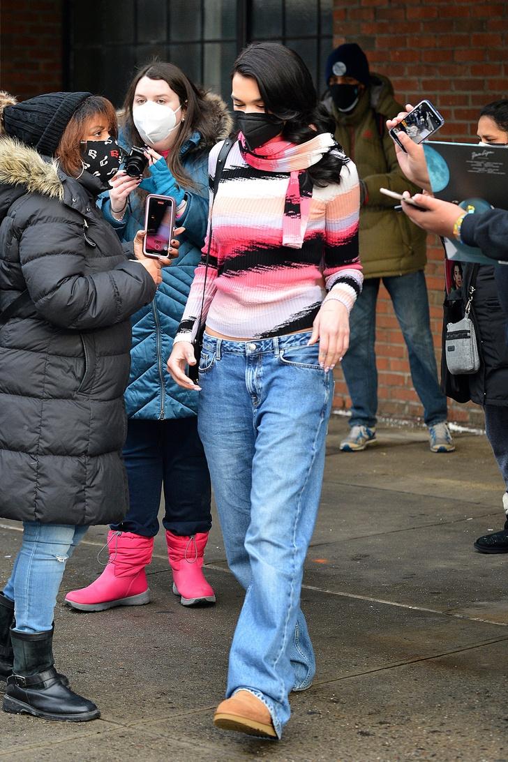 Фото №3 - Главная тенденция 2021: джинсы багги, которые носит Дуа Липа