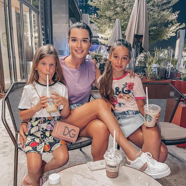 Фото №1 - 25 невероятно милых фото российских звезд с детьми