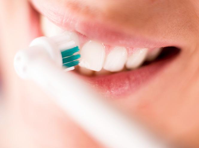 Фото №2 - Как на самом деле правильно чистить зубы (и что вы можете делать не так)