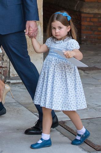 Фото №2 - «Он не пойдет»: принцесса Шарлотта поставила фотографов на место