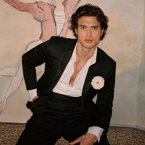 Фото №1 - Как выбрать идеальный строгий костюм парню: учимся у Чарльза Мелтона из «Ривердейла»