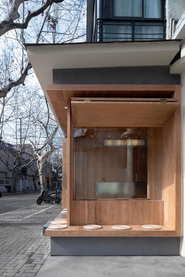Фото №2 - Уютное угловое кафе с контрастным интерьером в Шанхае