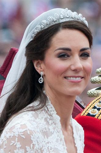 Фото №8 - Почему герцогиня Кейт носит королевские украшения чаще, чем Меган