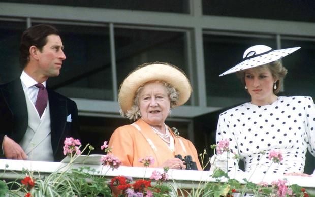 Фото №3 - Особые причины: почему Диана никогда не доверяла королеве-матери