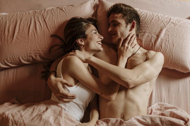 Фото №2 - Смеюсь во время секса— это нормально?