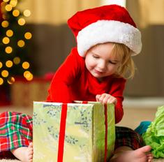 Шпаргалка для мамы: выбираем подарки детям по возрастам