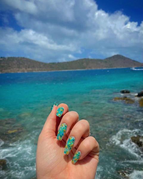 Фото №3 - Маникюр на море: лучшие варианты пляжных ногтей