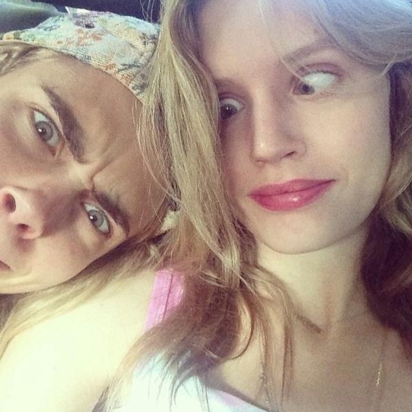 Фото №59 - Фейспалм и губы уточкой: самые смешные фото Кары Делевинь