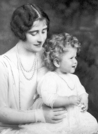 Фото №5 - Ее мини-Величество: феноменальное сходство принцессы Шарлотты с Елизаветой II