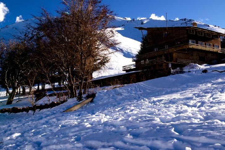 Фото №1 - Как снег на голову: 5 необычных горнолыжных курортов, куда можно успеть в этом сезоне